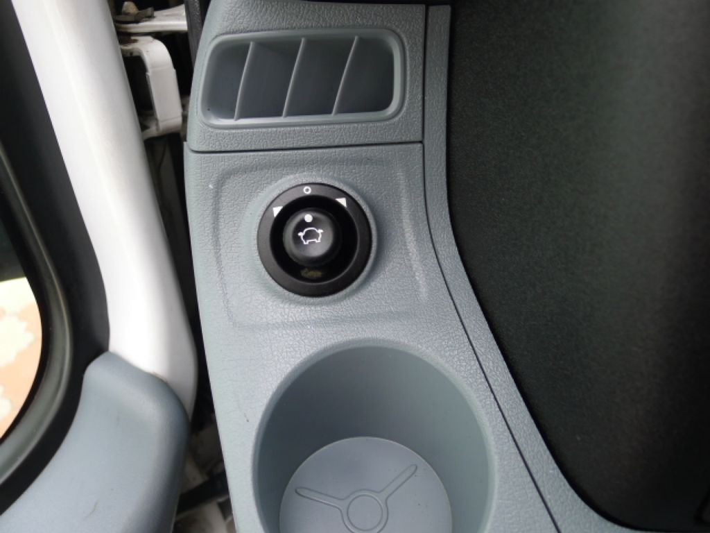 Ford Transit 300L 2,2TDCI 9míst Maxi+ klima Akce - 17