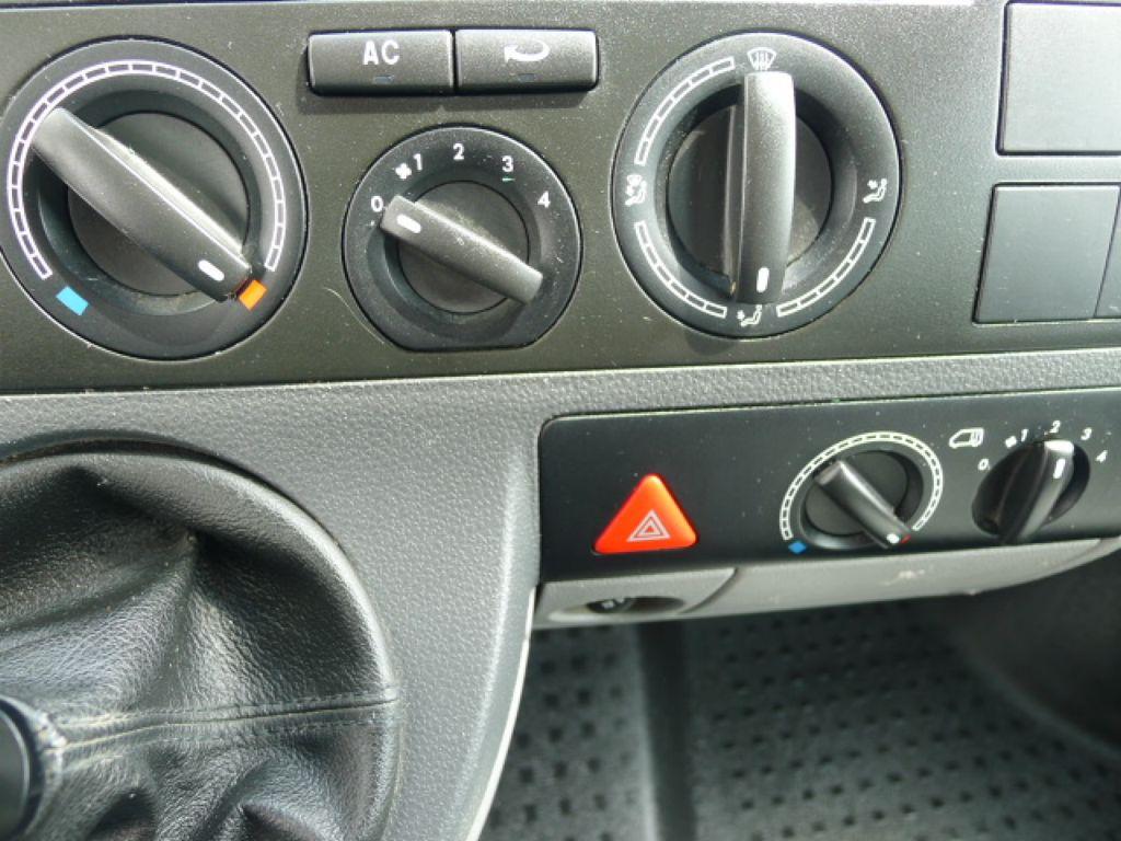 Volkswagen Transporter 1,9 TDI 8míst +klima Akce!!! - 11
