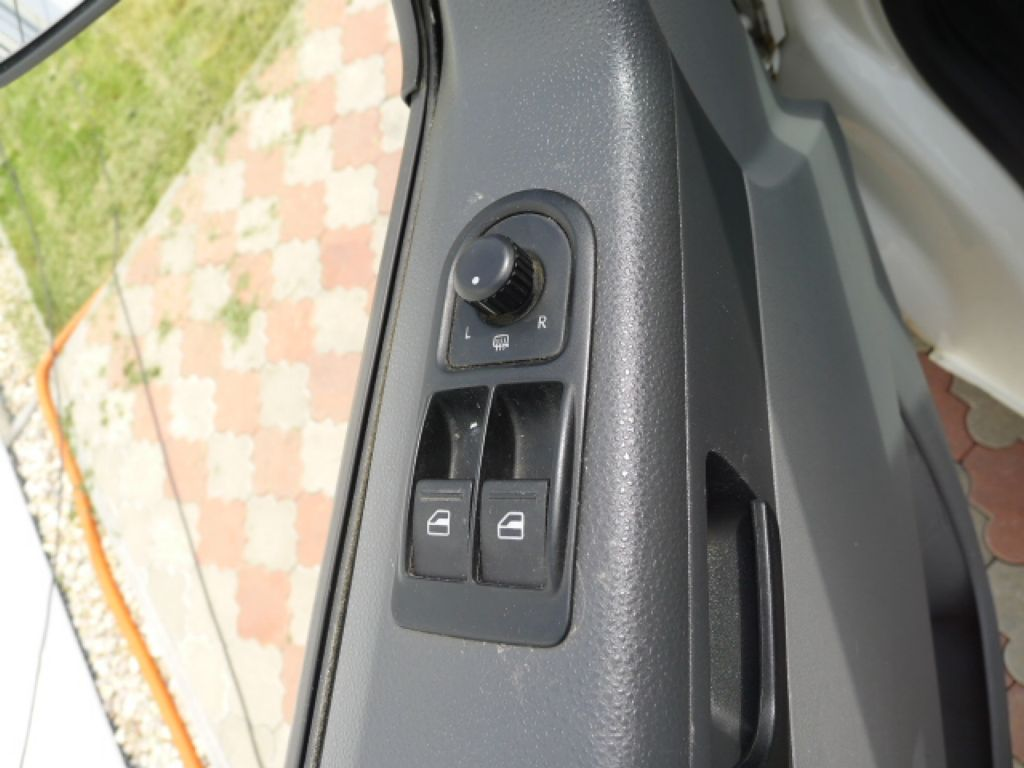 Volkswagen Transporter 1,9 TDI 8míst +klima Akce!!! - 13