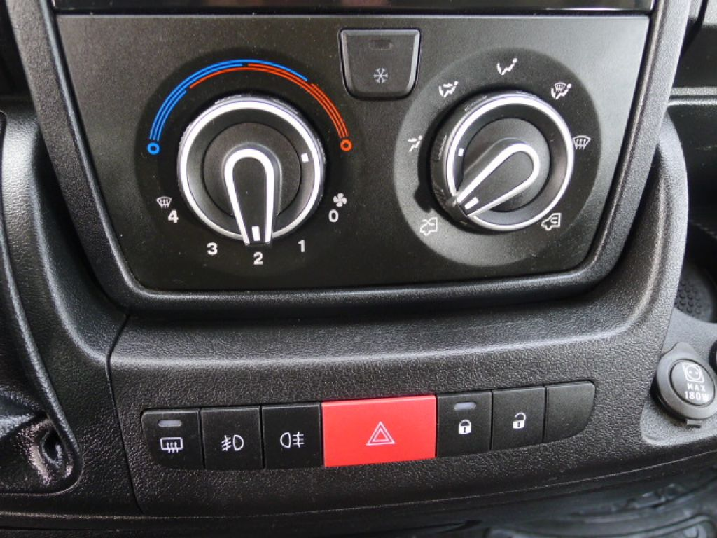 Citroën Jumper 2,2 HDI PANORAMA 9míst+2 x klima Ak - 12
