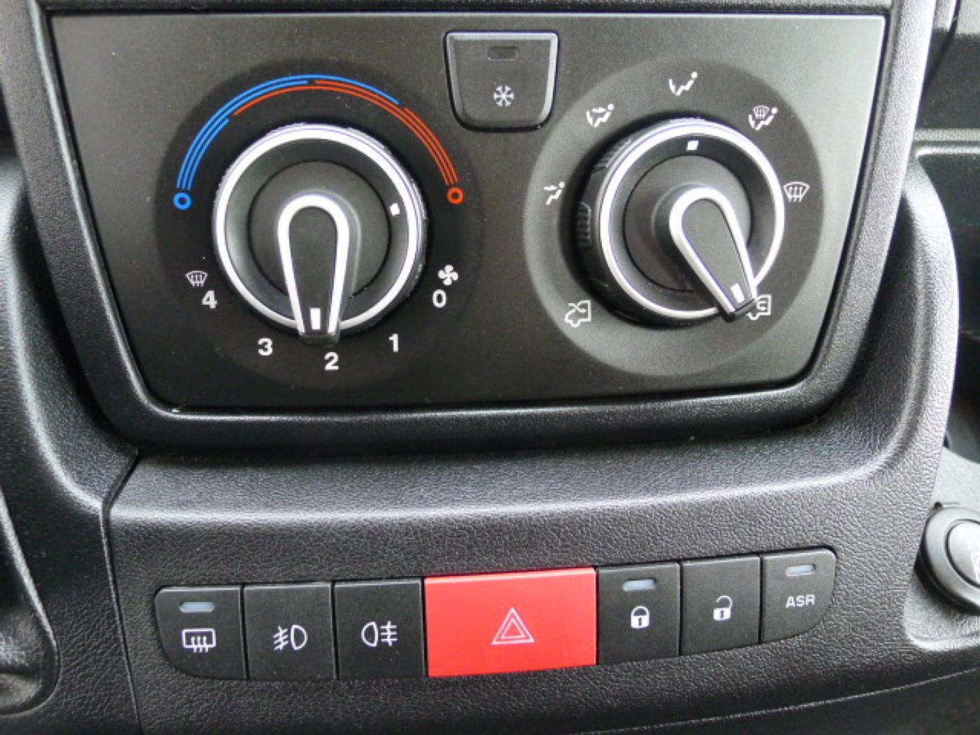 Peugeot Boxer 2,2 HDI PANORAMA 8míst+2 x klima+We - 11
