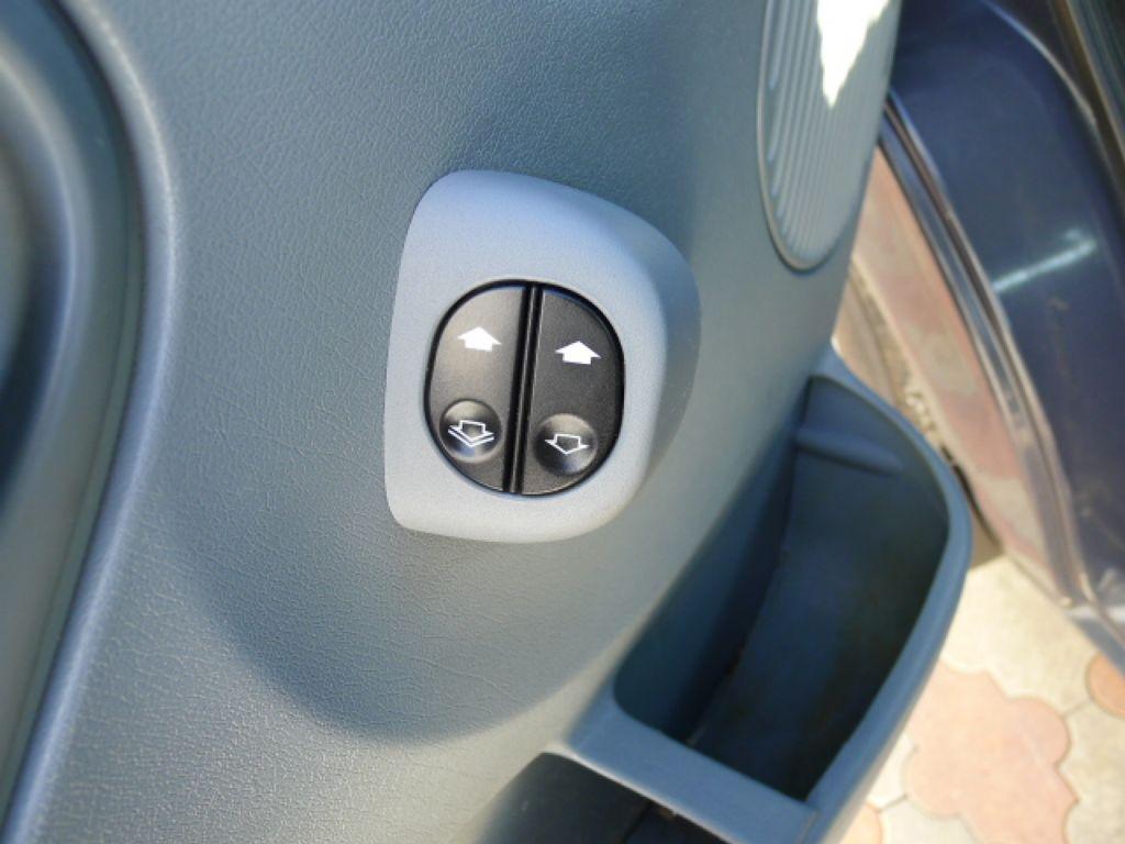 Ford Transit 350L 2,2TDCI 7míst+Klima+Webasto va - 18