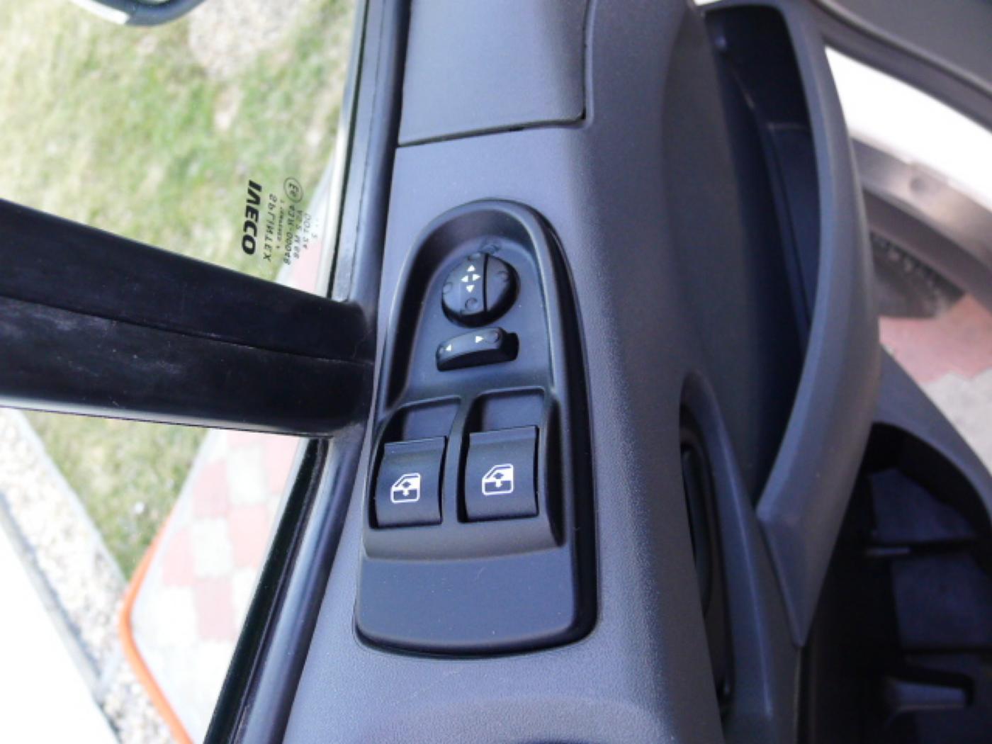 Iveco Daily 35S17 3,0HPT Maxi 6míst+Klima+Webas - 14
