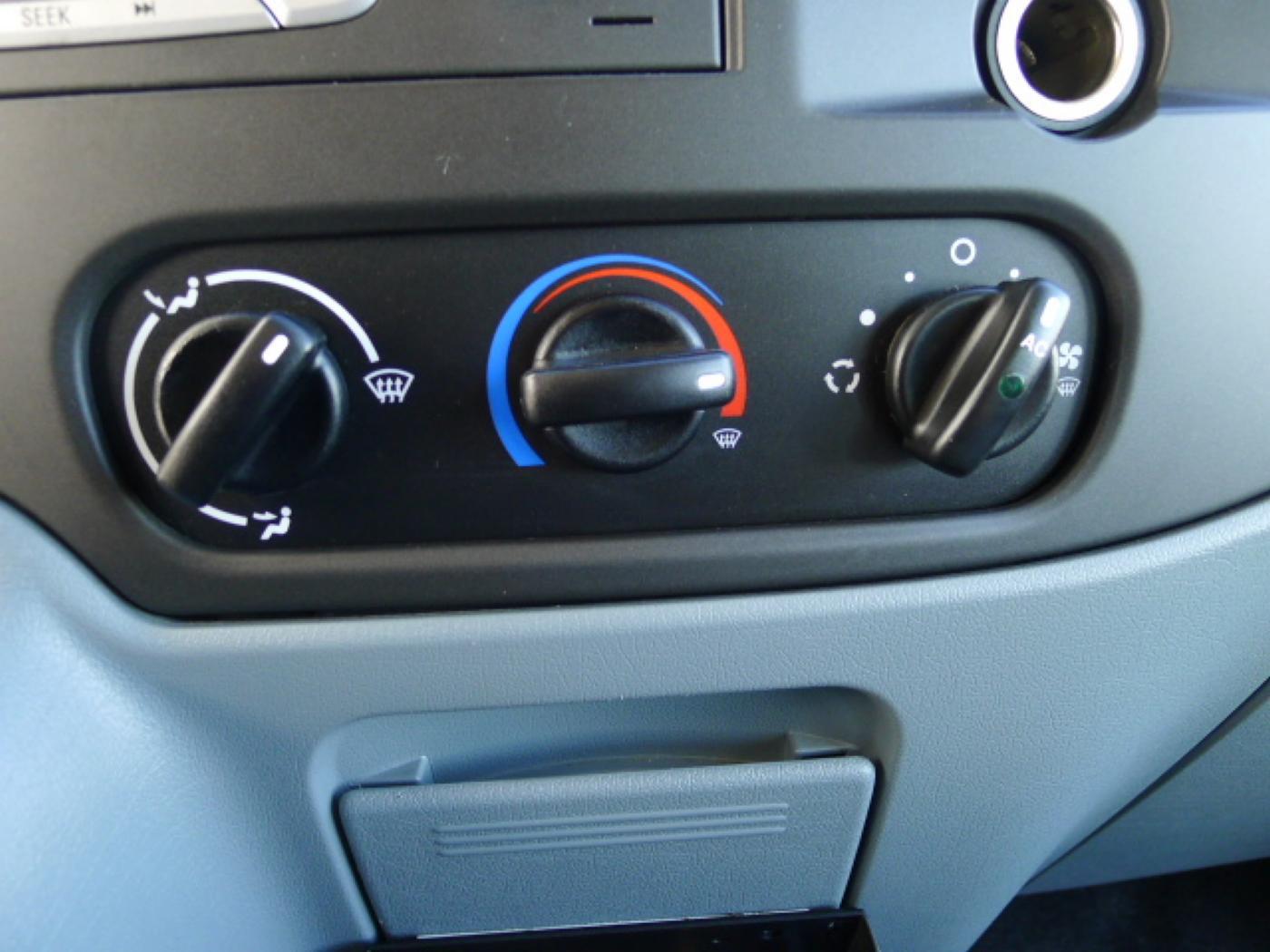Ford Transit 350L 2,4TDCI 6míst+klima+navi Akce! - 12