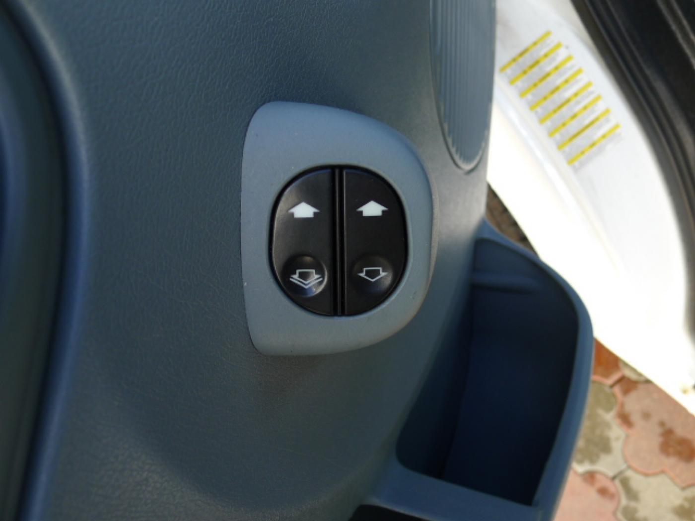 Ford Transit 350L 2,4TDCI 6míst+klima+navi Akce! - 16