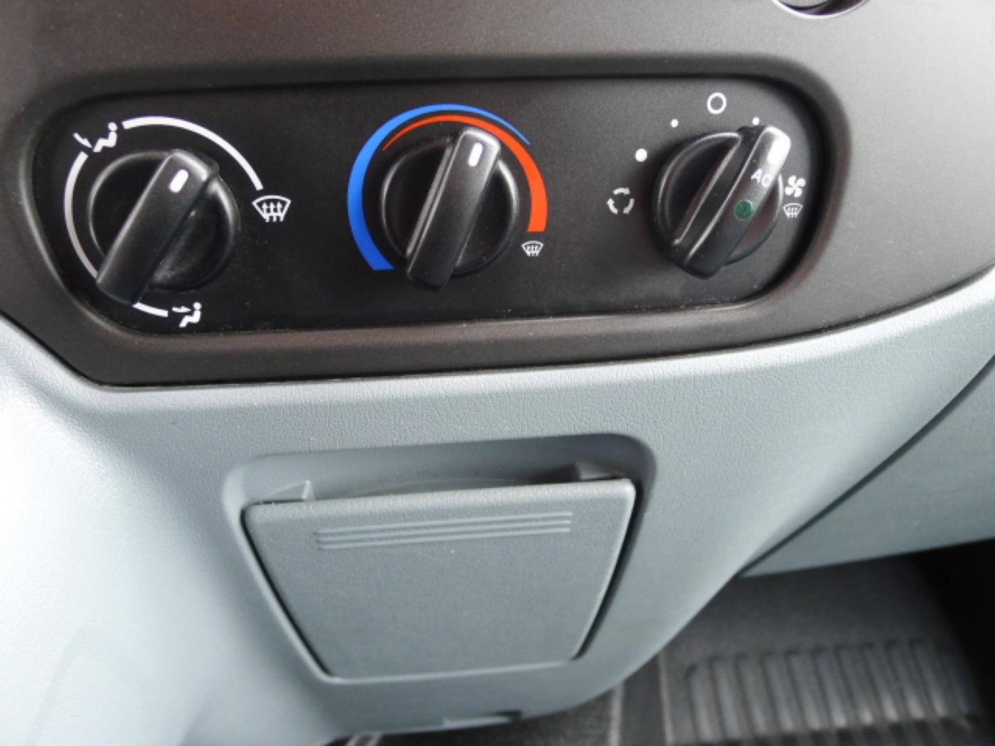 Ford Transit 300L 2,2TDCI 9míst + klima Trend Ak Novinka - 12