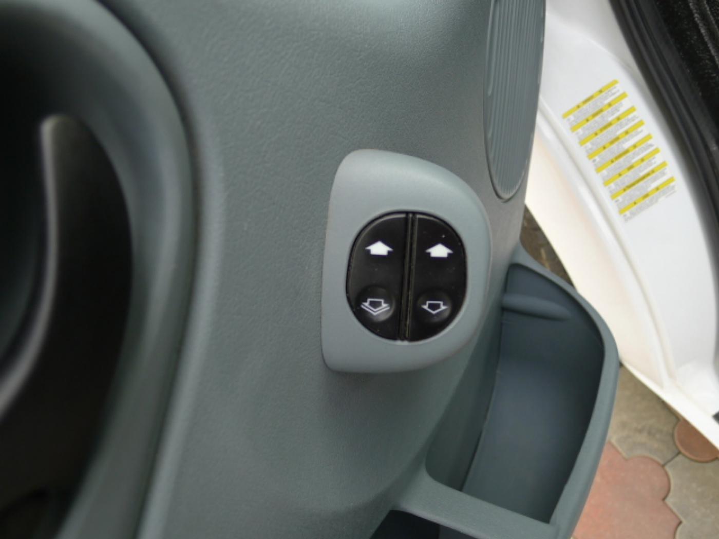 Ford Transit 300L 2,2TDCI 9míst + klima Trend Ak Novinka - 18
