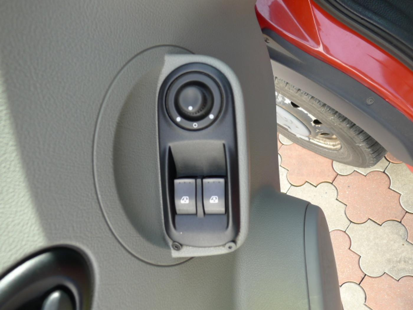 Opel Movano 2,5 CDTI 16míst+klima+webasto Novinka - 12